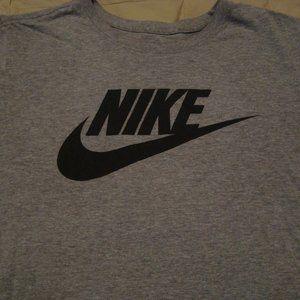 The Nike Tee Athletic Cut Logo Men's T-shirt Sz. L